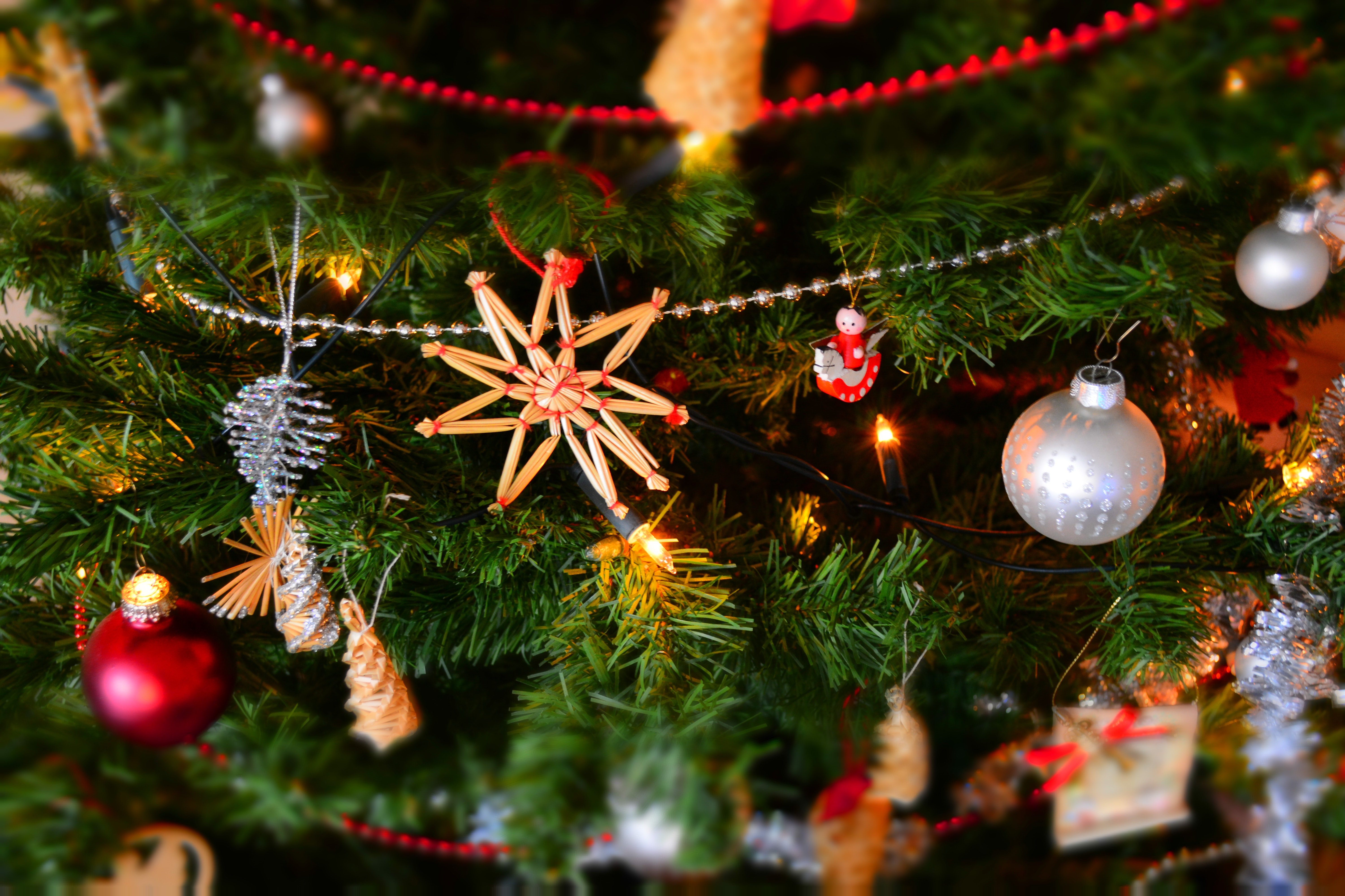 a close up image of Christmas decorations on a tree